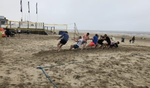 Bubble voetbal vrijgezellenfeest op het strand
