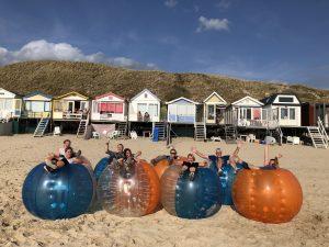 Bubbelbal huren op locatie op het strand