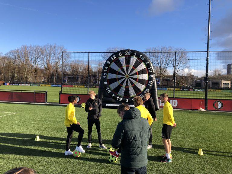 Voetbaldartboard huren Rotterdam op een eigen locatie op de club of school