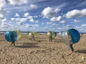 Bumper bubbel voetbal Scheveningen strand vrijgezellenfeest